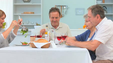 Домашняя жизнь : A lovely dinner between elderly friends in the dinning room