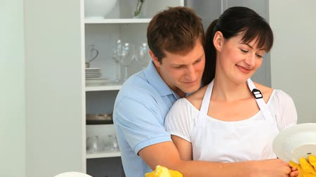 etkinlik : Loving couple doing the dishes in the kitchen Stok Video