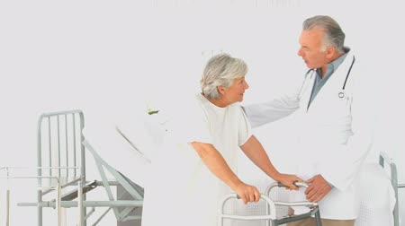 просмотров : A doctor visiting his patient at the hospital