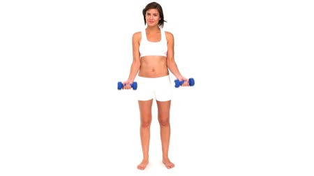 musculação : Brunette sportswoman using dumbbells
