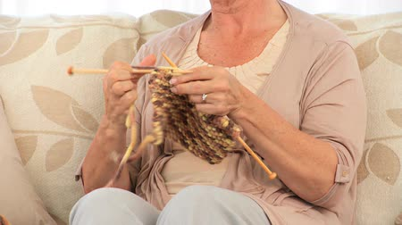 вязание : Retired woman knitting