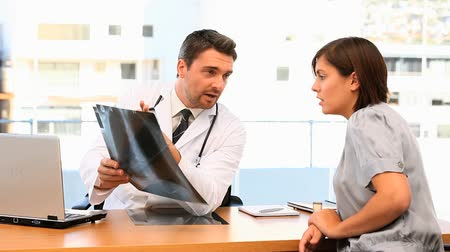 médicos : Doctor and his patient talking about a scan at the surgery Stock Footage