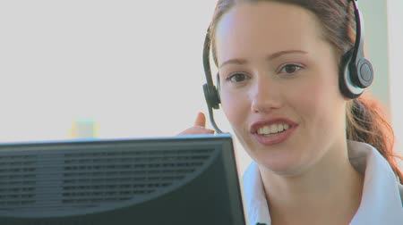 irodaház : Businesswoman in a call center