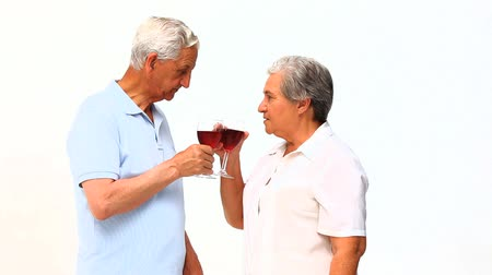 kırmızı şarap : Senior couple drinking red wine