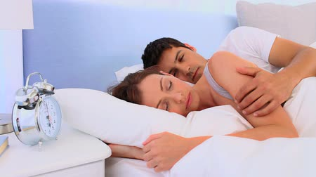 uykuda : Lovely couple waking up in their bed Stok Video