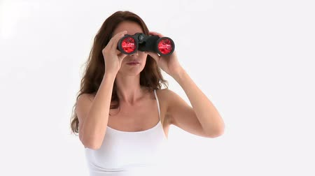 честолюбивый : Assertive hispanic woman looking through binoculars against a white background