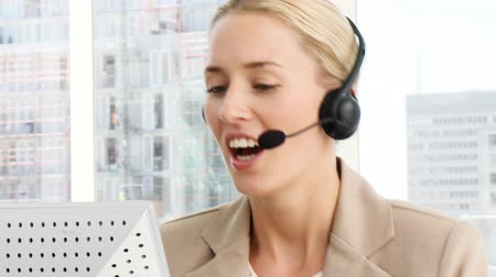 temsilci : Business woman working in a call centre with headset on Stok Video