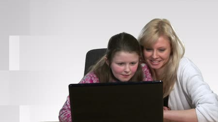 gry komputerowe : High Definition shot of a mother helping a child on a computer  Wideo