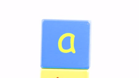 abeceda : Panorama of colorful alphabet toy blocks in a tower in high definition Dostupné videozáznamy