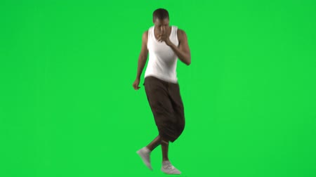 pausa : Afro-American young man dancing modern dance footage against green screen in high definition