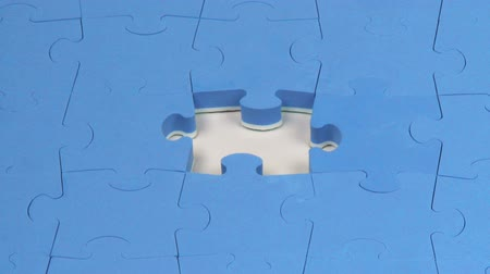 кусок : Hand placing the last piece on a puzzle. Giving the solution