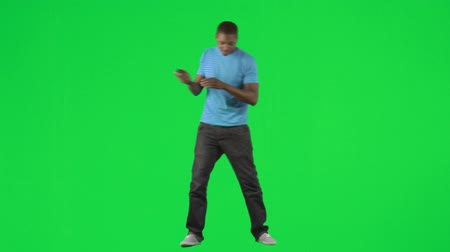 śpiew : Footage of an Afro-American man singing and dancing against green screen in high definition Wideo
