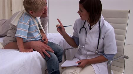 ovmak : Positive doctor examining a little boys arm in hospital Stok Video