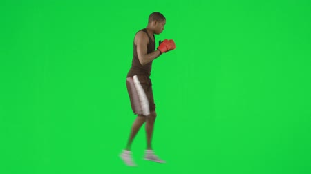 подготовке : Handsome young ethnic man boxing against green screen footage