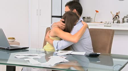 konfor : Man comforting his girlfriend after checking their accounts online Stok Video