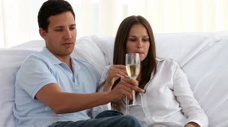 šampaňské : Couple toasting with champagne in the living room in a new home
