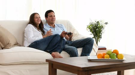 oynamak : Man playing video games with his girlfriend  Stok Video