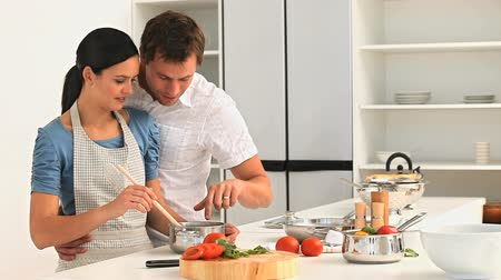 gotowanie : Couple preparing the dinner in the kitchen