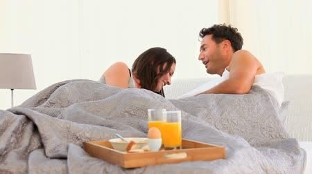 nutrição : Joyful Couple having Breakfast in bed