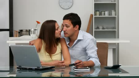gidermek : Happy couple looking at their account online with their laptop