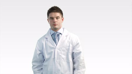 cirurgião : Young doctor putting on  stethoscope Stock Footage