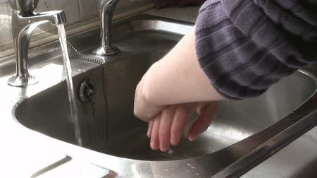 baktériumok : Stock Video Footage of a Woman Washing her Hands Stock mozgókép
