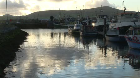 irlandia : Evening time at an Irish harbor