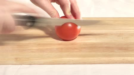 doğrama : Stock Footage of a tomato being Cut Stok Video