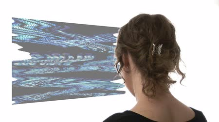 perfil : Video of woman looking at graph - Composite