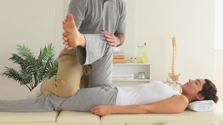 akupresura : Chiropractor and woman doing special exercises in a room