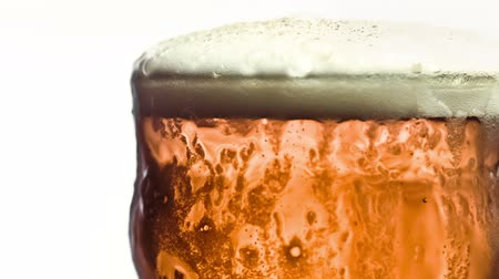 идущий : Pint of beer filmed in slow-motion at 1000fps