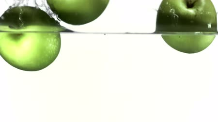 maçãs : Apples falling into water slow motion filmed at 1000fps