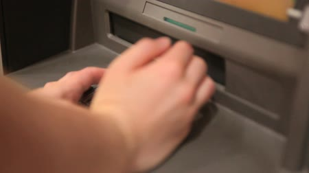 sınırları : Person making a cash withdrawal at a cash disposer