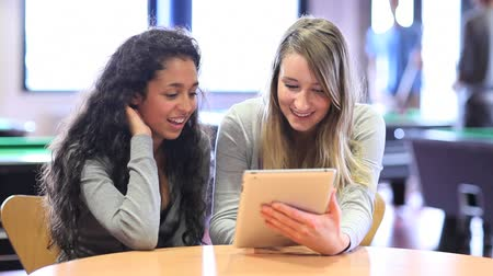 profesor : Fellow students using a tablet computer in a home student Wideo