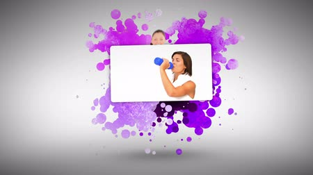 exercícios : Woman pointing at a sports woman against a spotted background