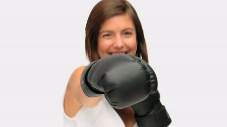 брюнет : Brown-haired woman with boxing gloves isolated on a white background