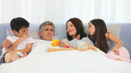 carinho : A family breakfast in the parents bedroom