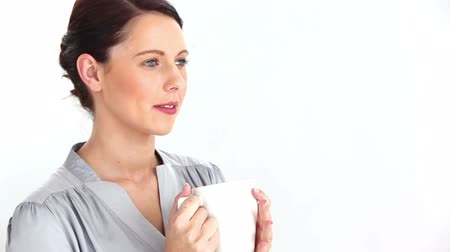 xícara de café : Well-dressed woman drinking coffee against white background