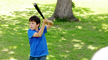 nietoperz : Smiling child playing baseball with his father while standing in a park