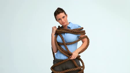 corda : Woman attached with a rope in studio Stock Footage