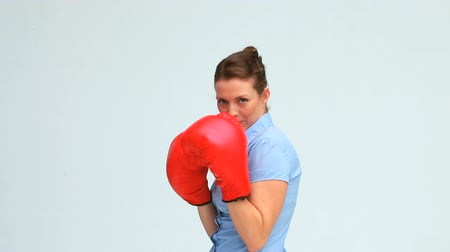 boxe : Businesswoman kicking and boxing against white background Vídeos