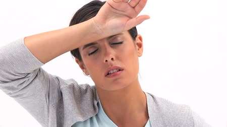 стоять : Sick woman placing her hand on her forehead against a white background
