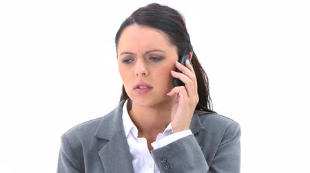 mluvení : Brunette talking on the phone against a white background Dostupné videozáznamy