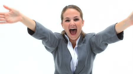 řvát : Blonde businesswoman shouting the arms in front of her against white background