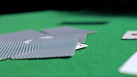покер : Card in super slow motion dropping on a poker table