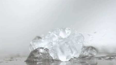 gelado : Ice cubes smashing in super slow motion against white background