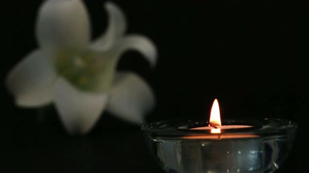 aydınlatma : Candle lighting for remembrance with white lily flower