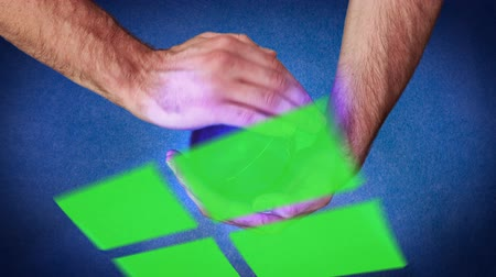 verde : Hand holding a purple planet that reveal chroma key screen on blue background Vídeos