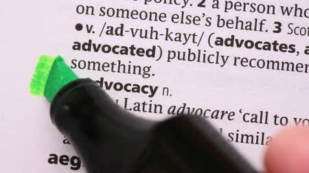 zvýrazňovač : Advocacy highlighted in green in the dictionary