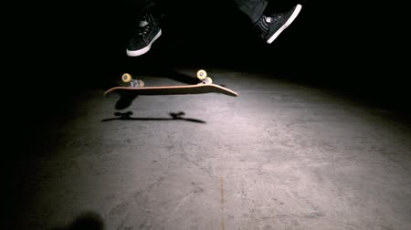 deskorolka : Skater doing double kickflip trick  in slow motion Wideo